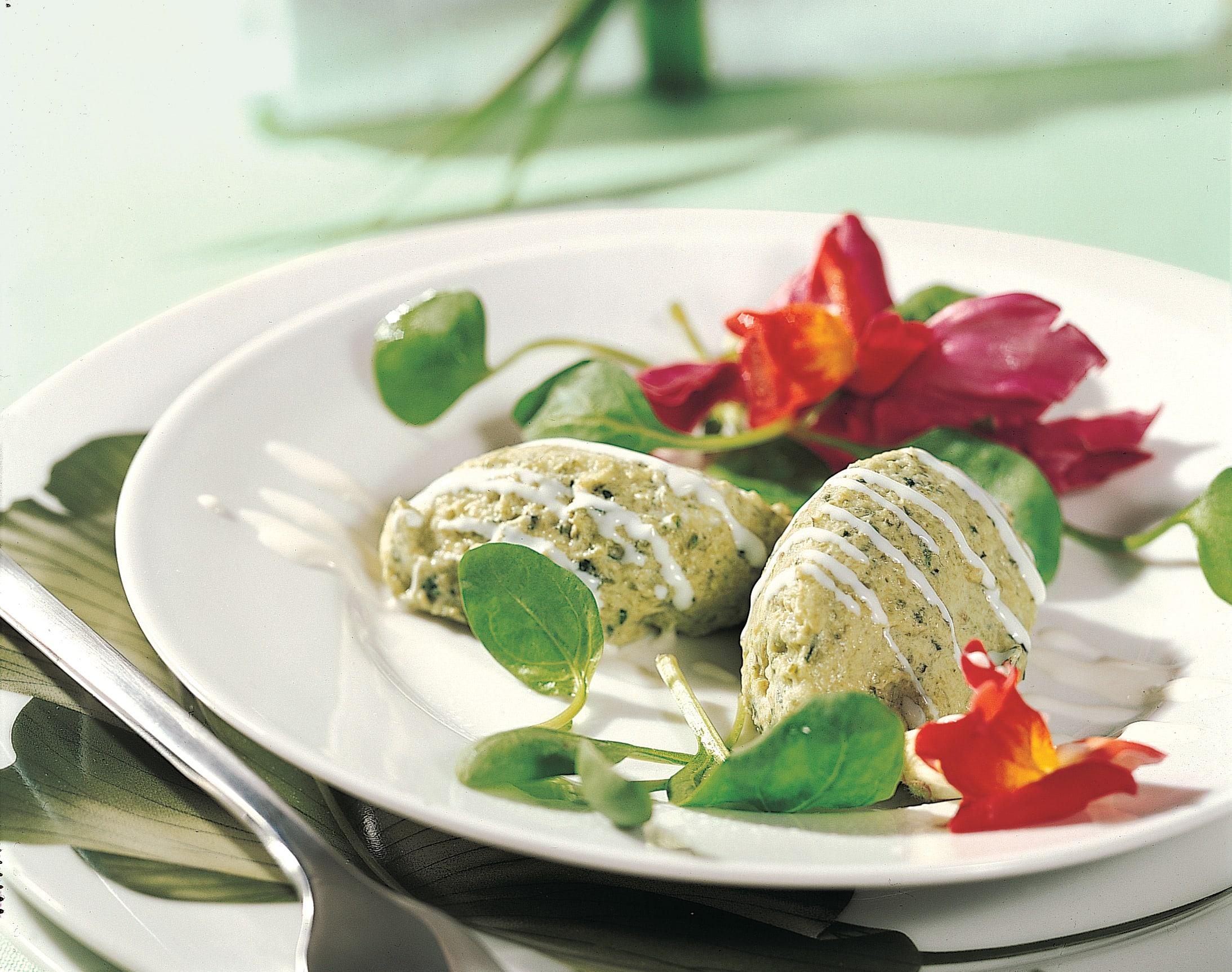 Zucchini-Mousse auf Schnittsalat
