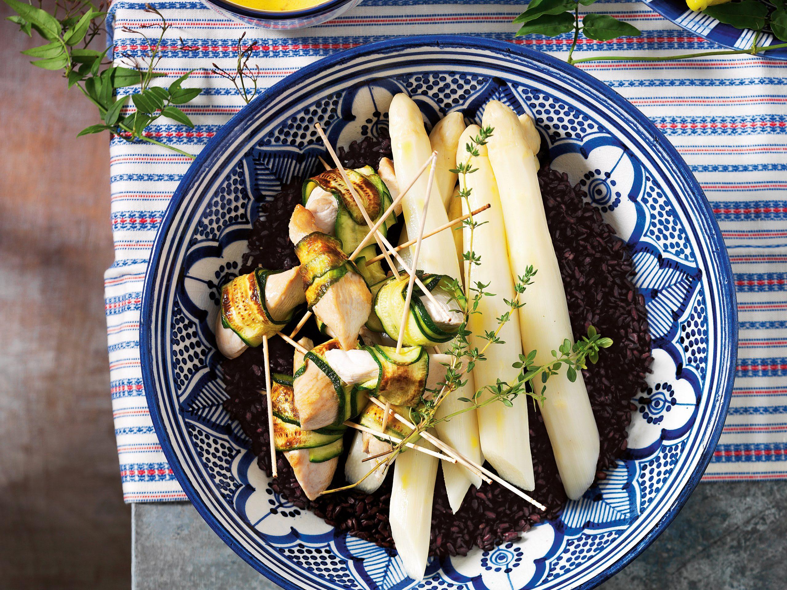 Zucchini-Poulet mit Spargeln