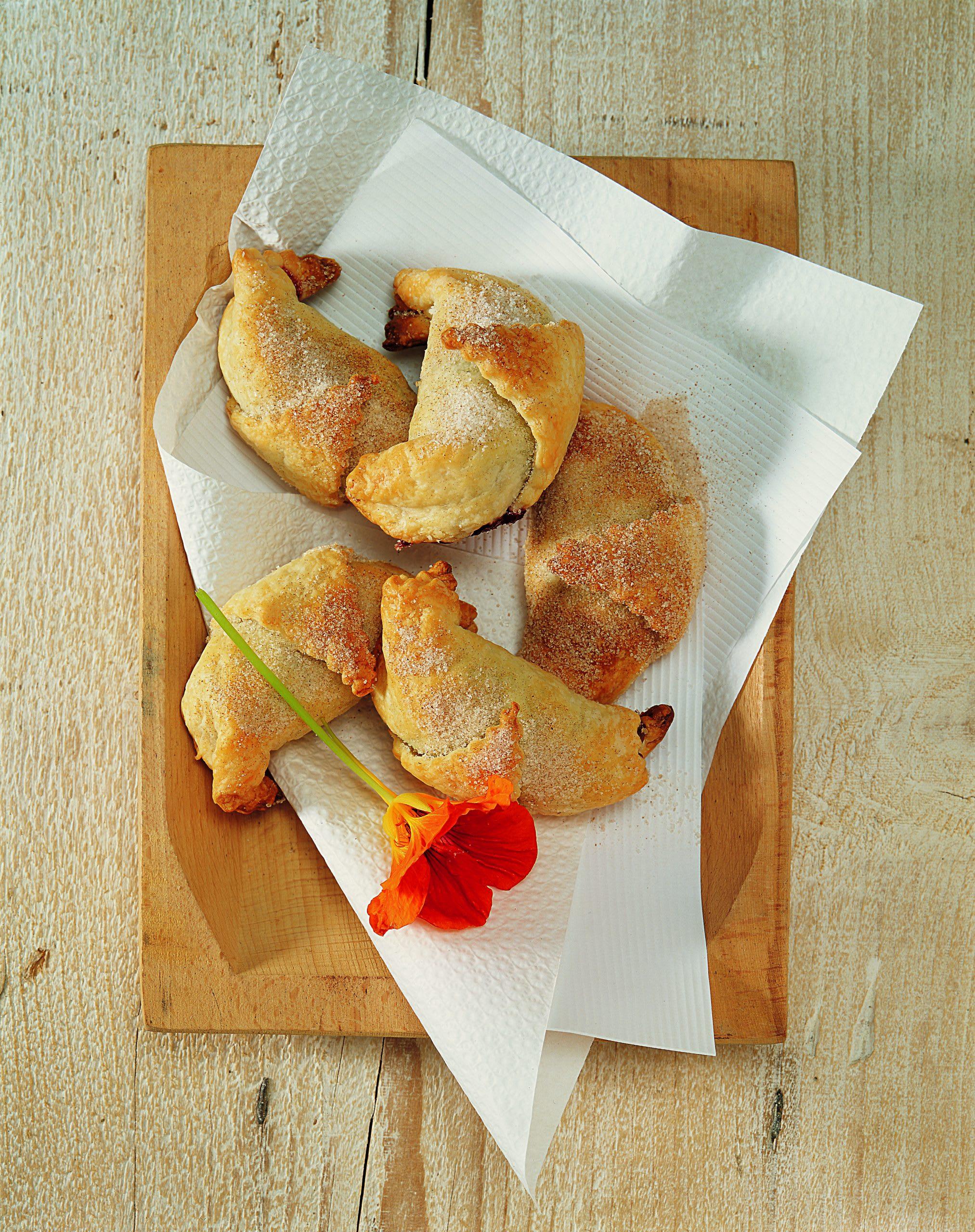 Croissants aux pruneaux et au massepain