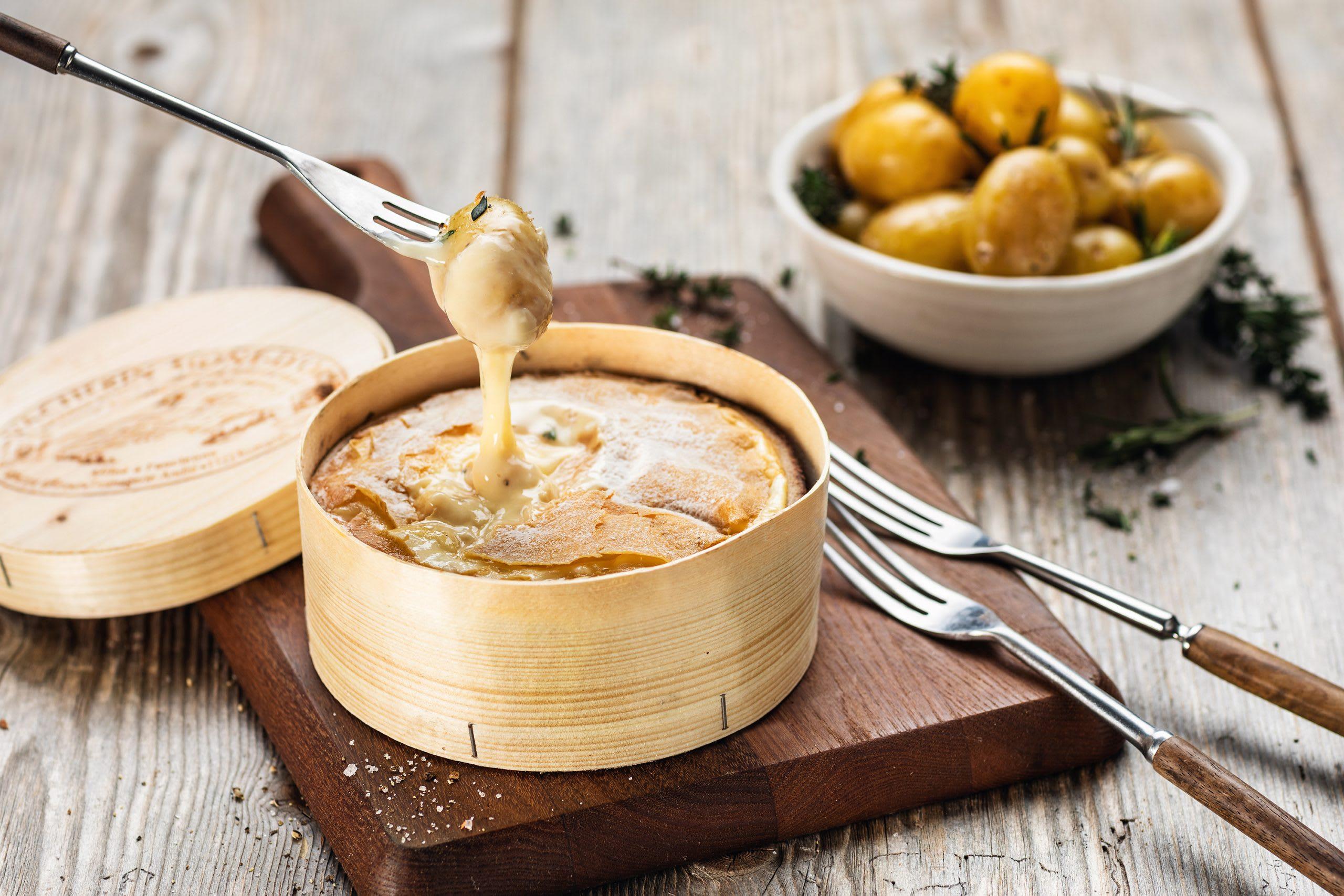 Vacherin Mont d'Or mit Kräuterkartoffeln