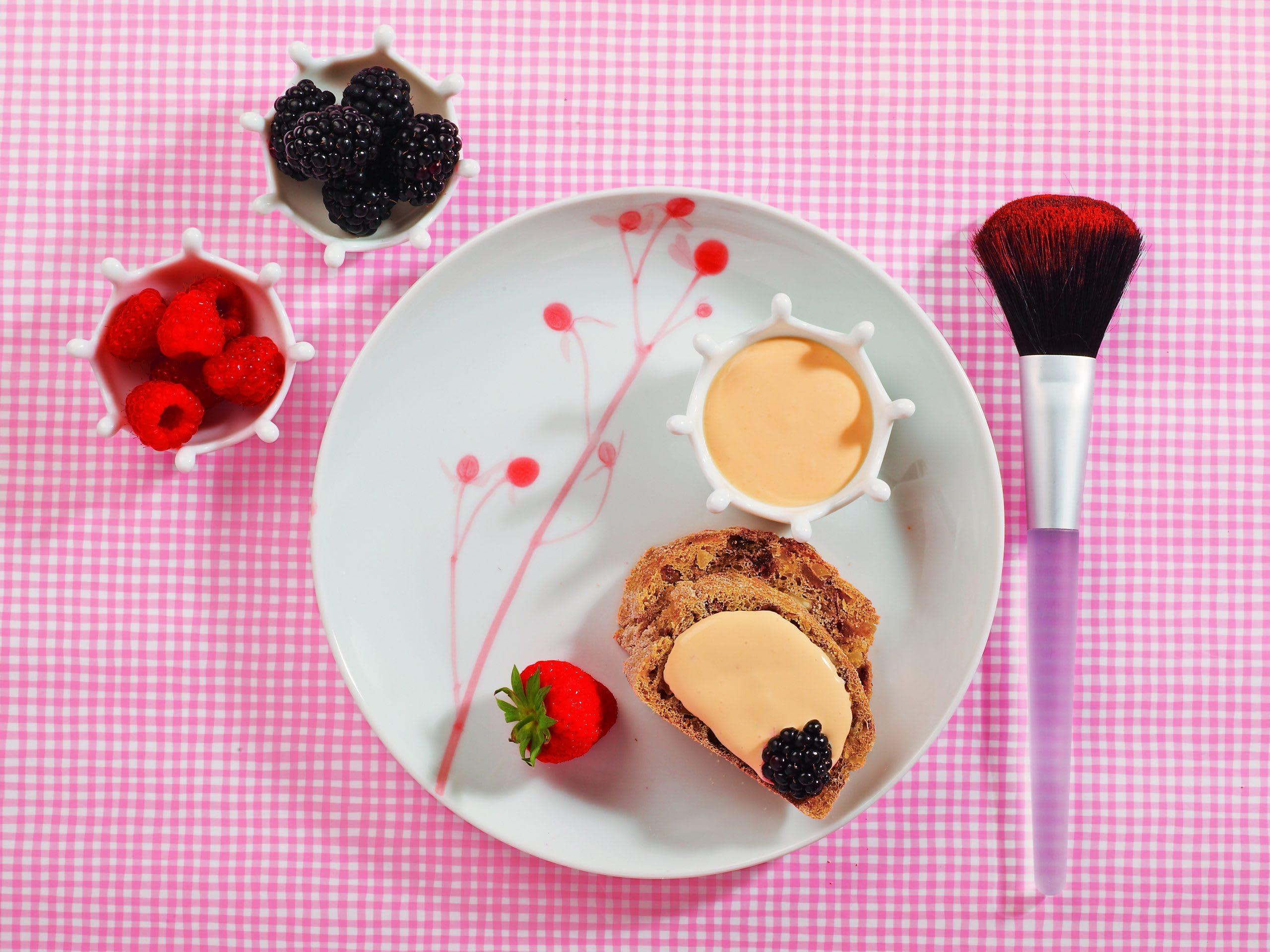 Crème au lait à la vanille et fruits