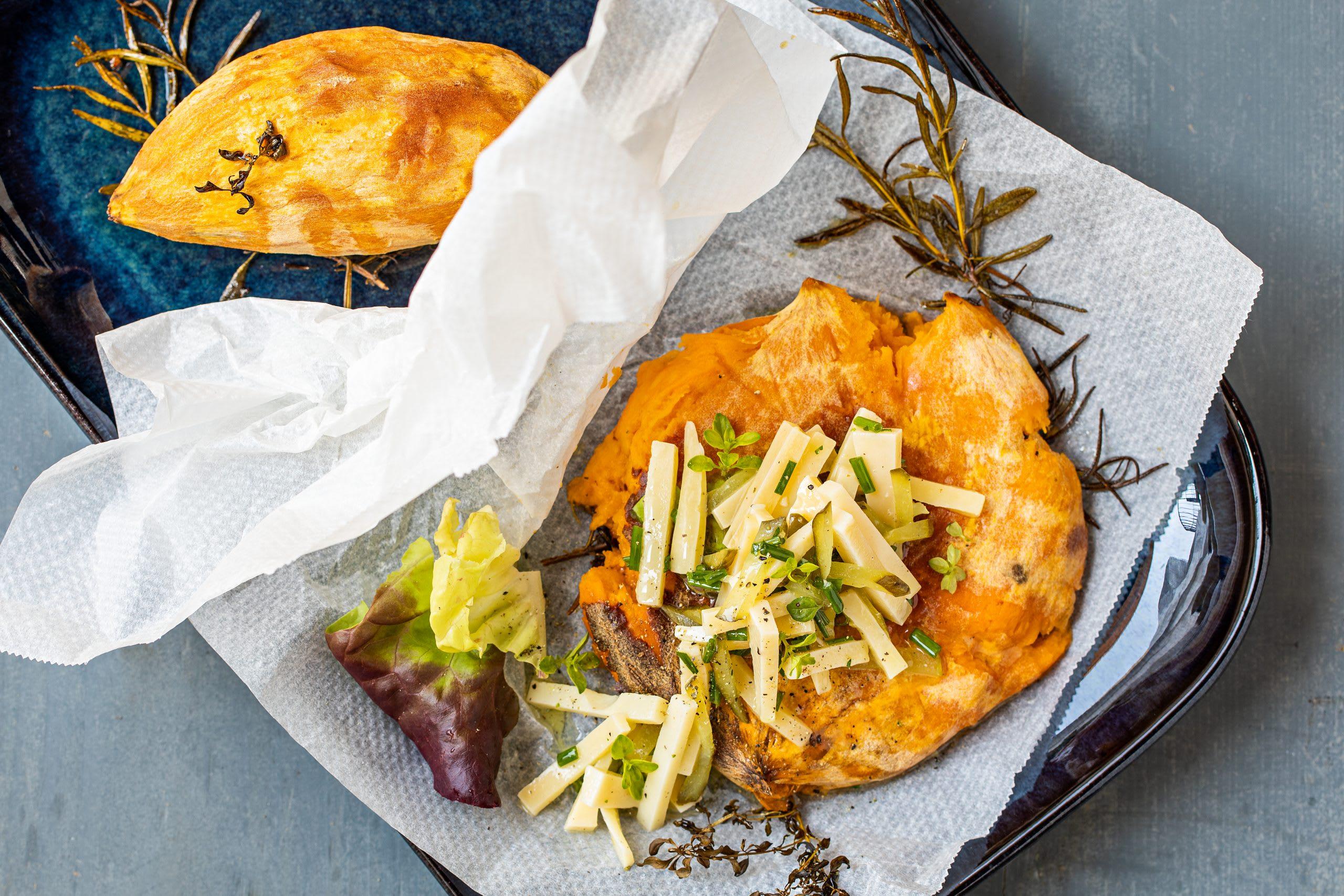 Patates douces au four et salade de fromage