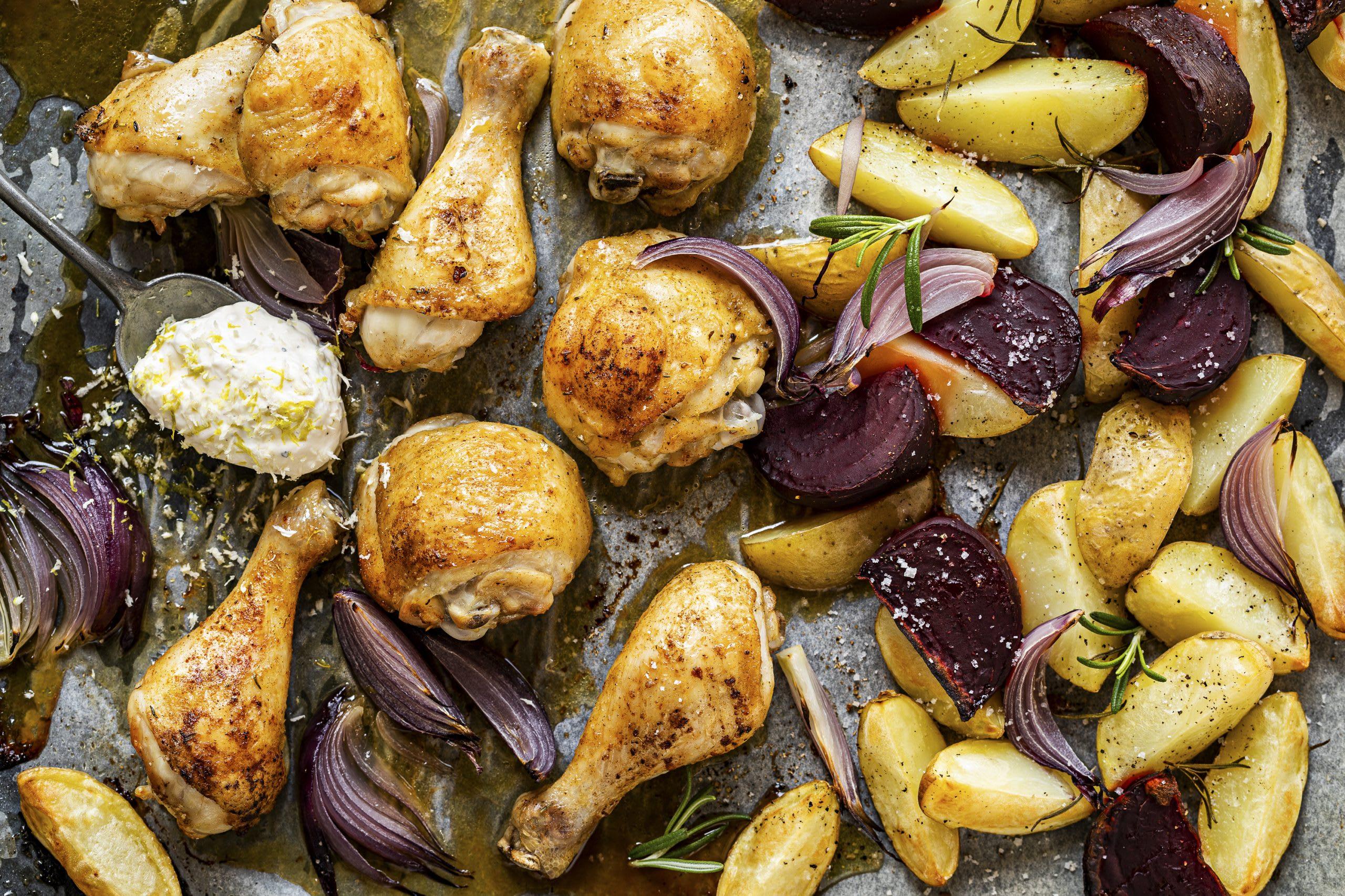 Caramelisiertes Ofen-Poulet mit Randen und Wedges