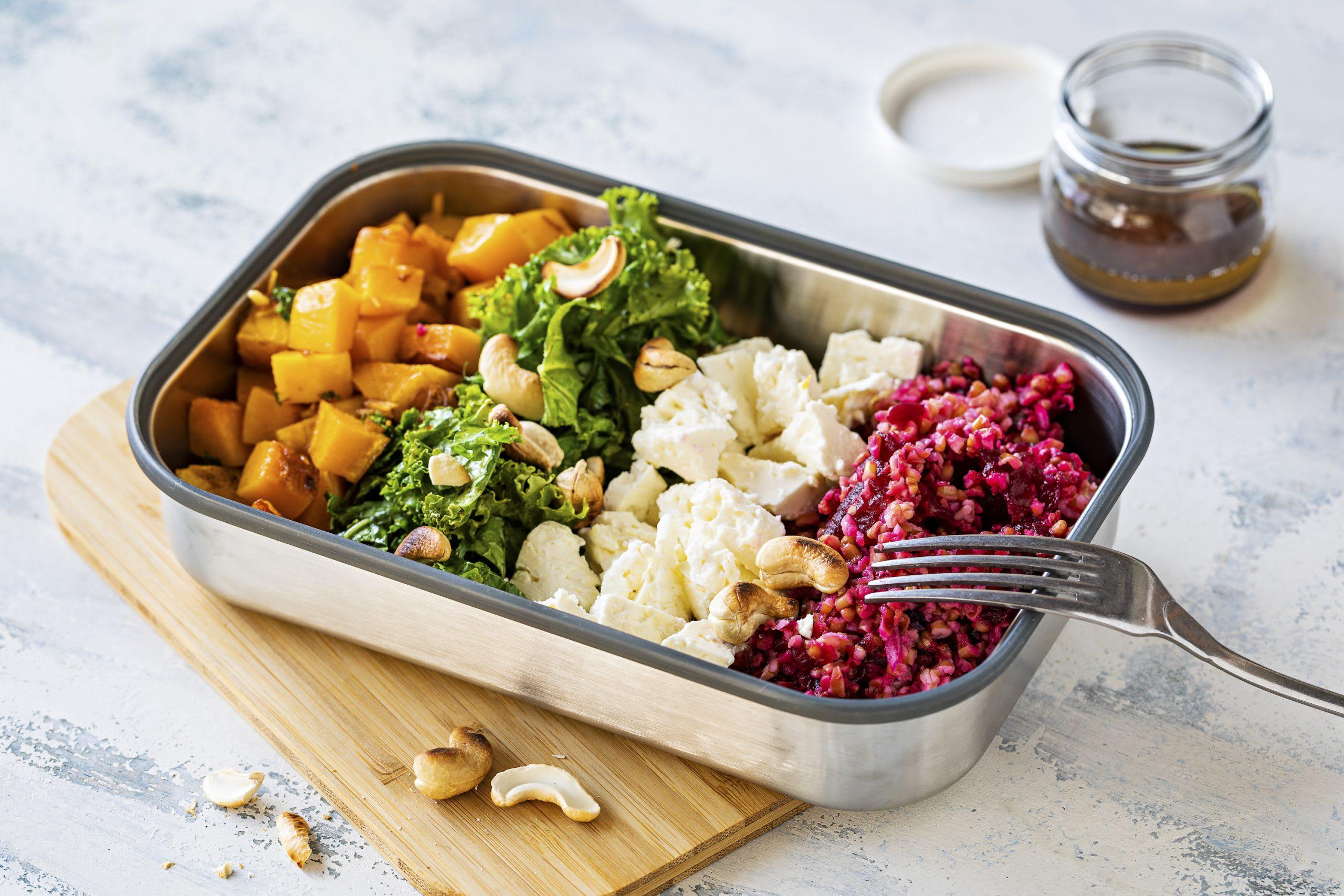 Salad Bowl mit Bulgur, Kürbis und Federkohl