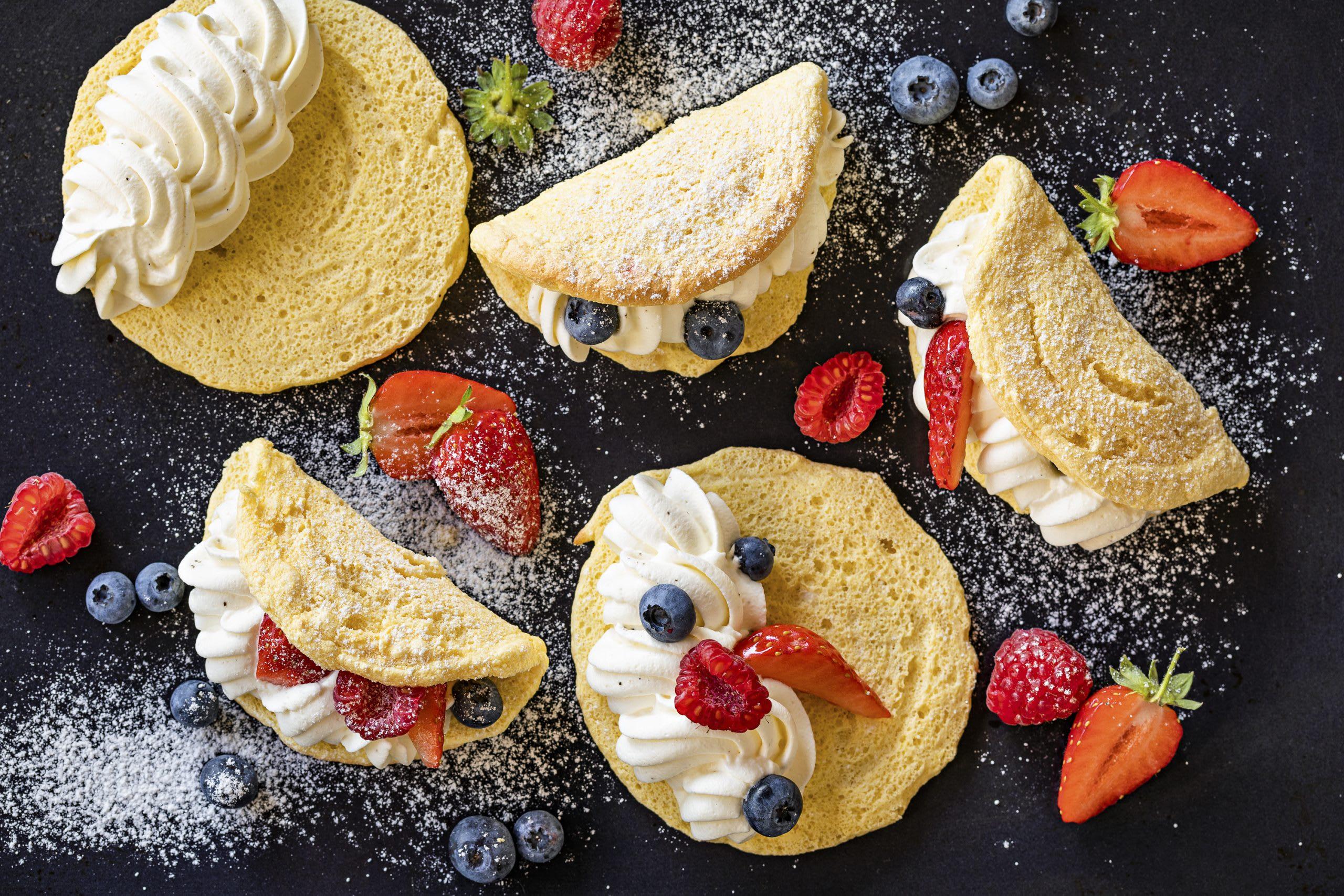 Mini-Ofen-Omeletten mit Rahm-Beeren-Füllung