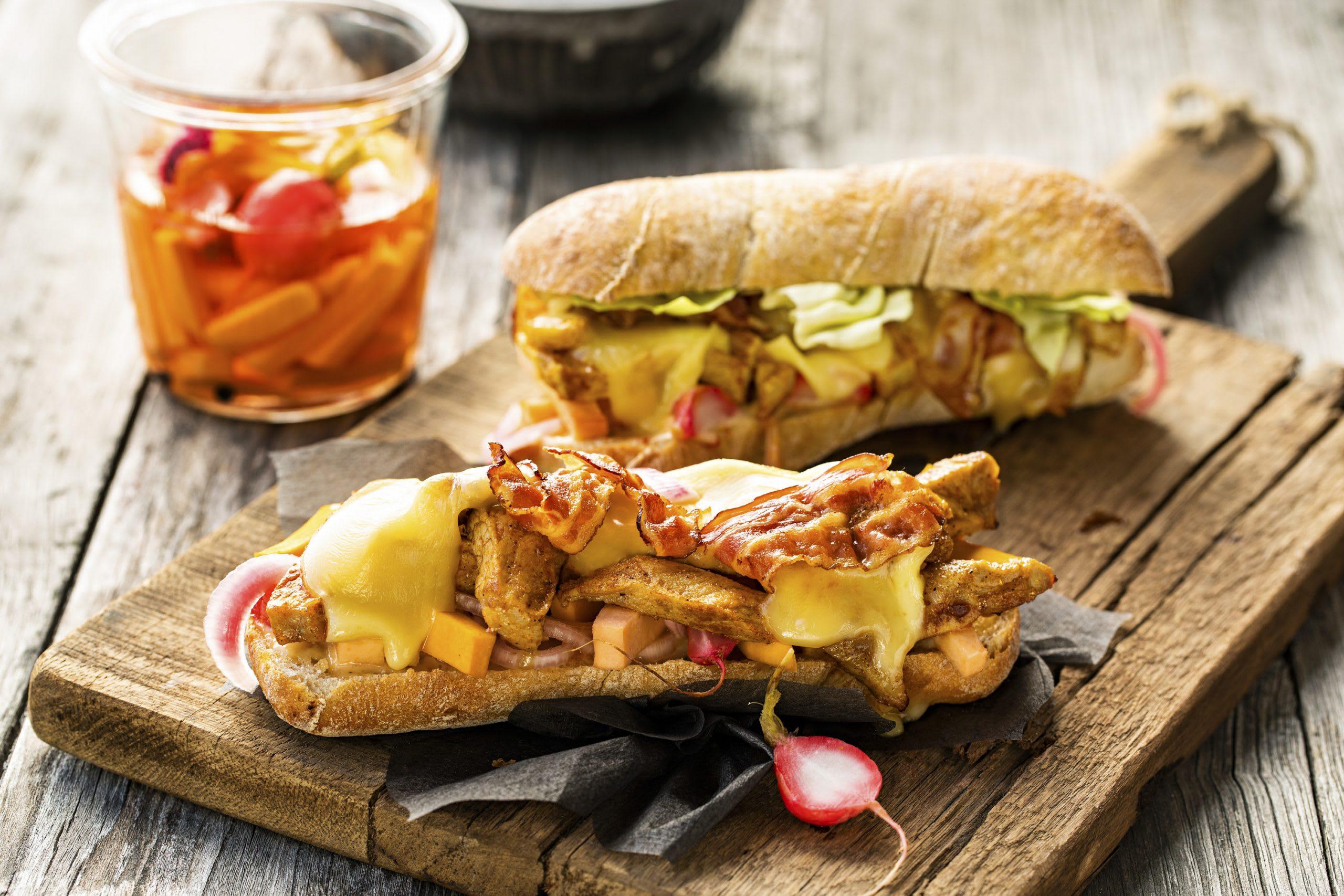 Pork Sandwich mit gepickeltem Gemüse