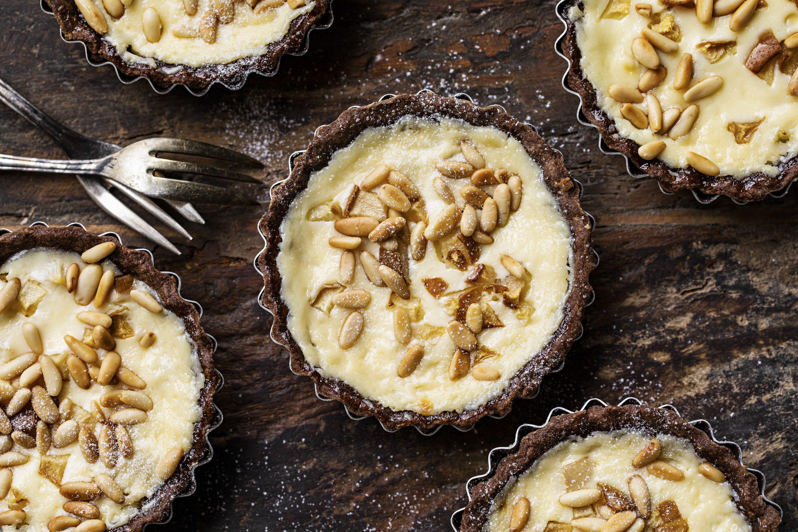 Schoggi-Birnen-Tartelettes mit Crème fraîche