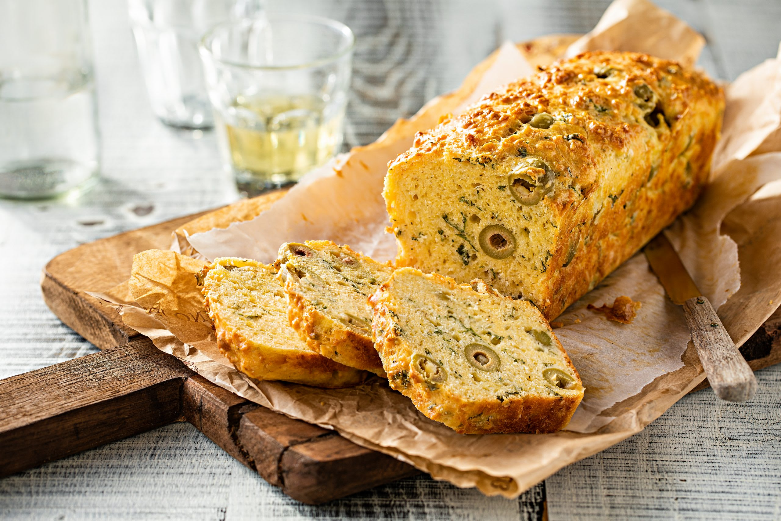 Oliven-Cake mit Gruyère
