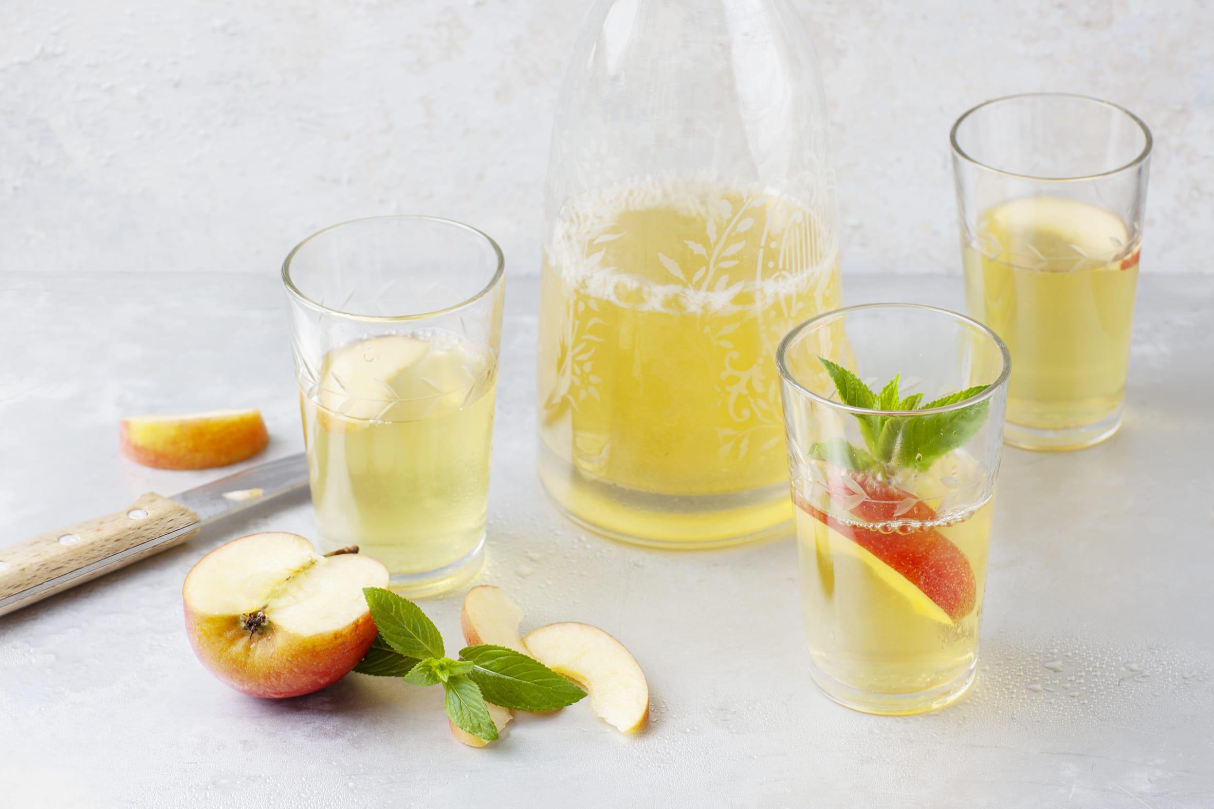 Gespritztes Apfel-Minze-Getränk