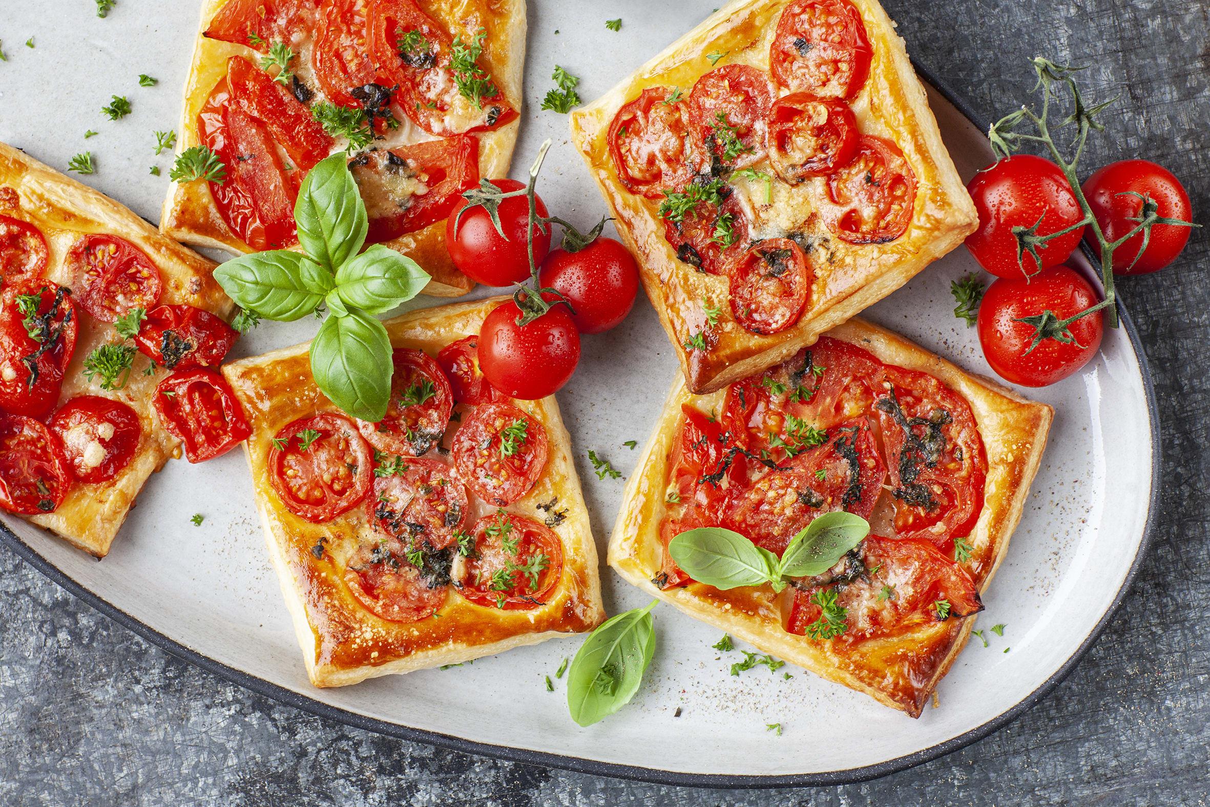 Blätterteigkissen mit Tomaten