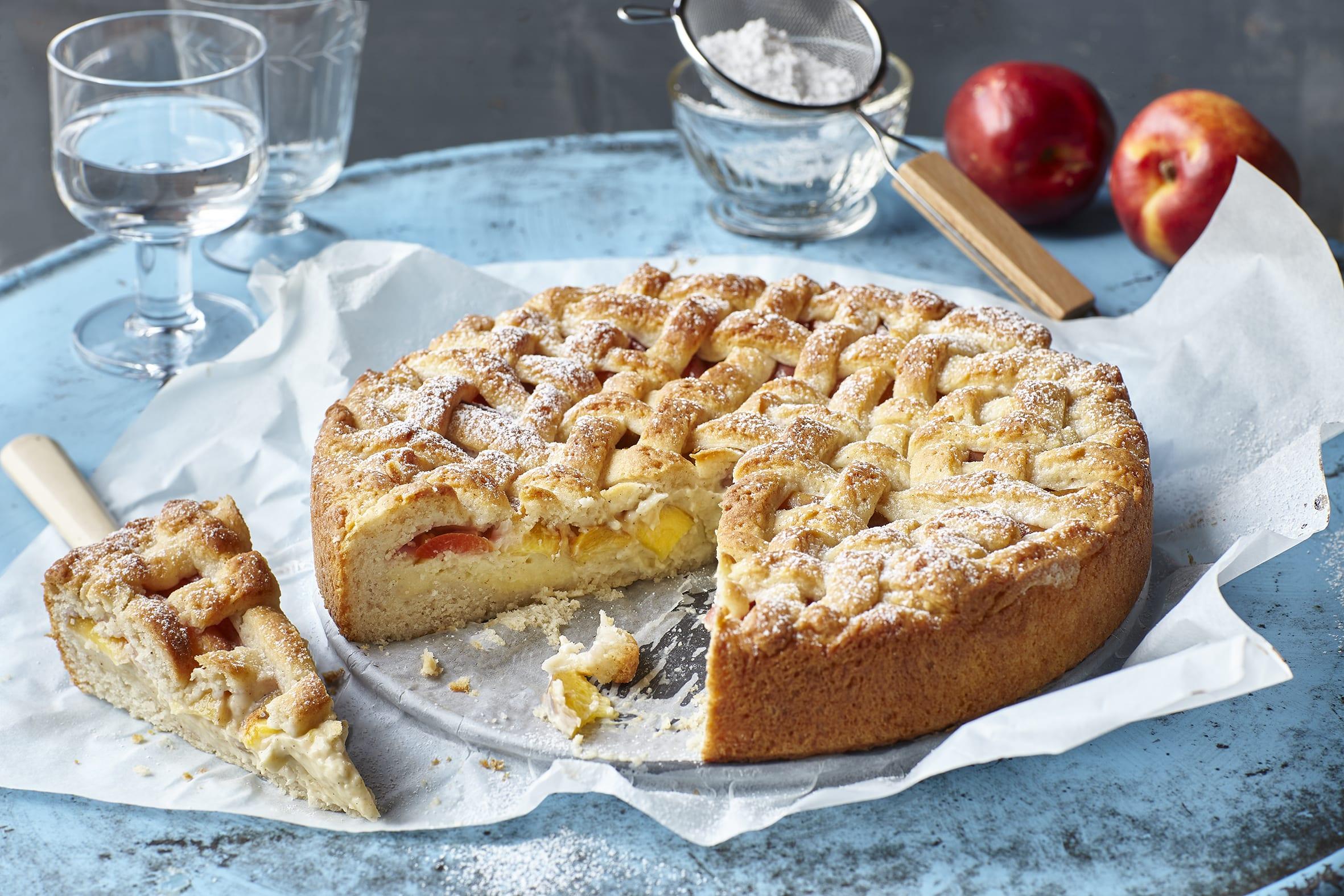 Gâteau fourré à la crème à la vanille et à la nectarine