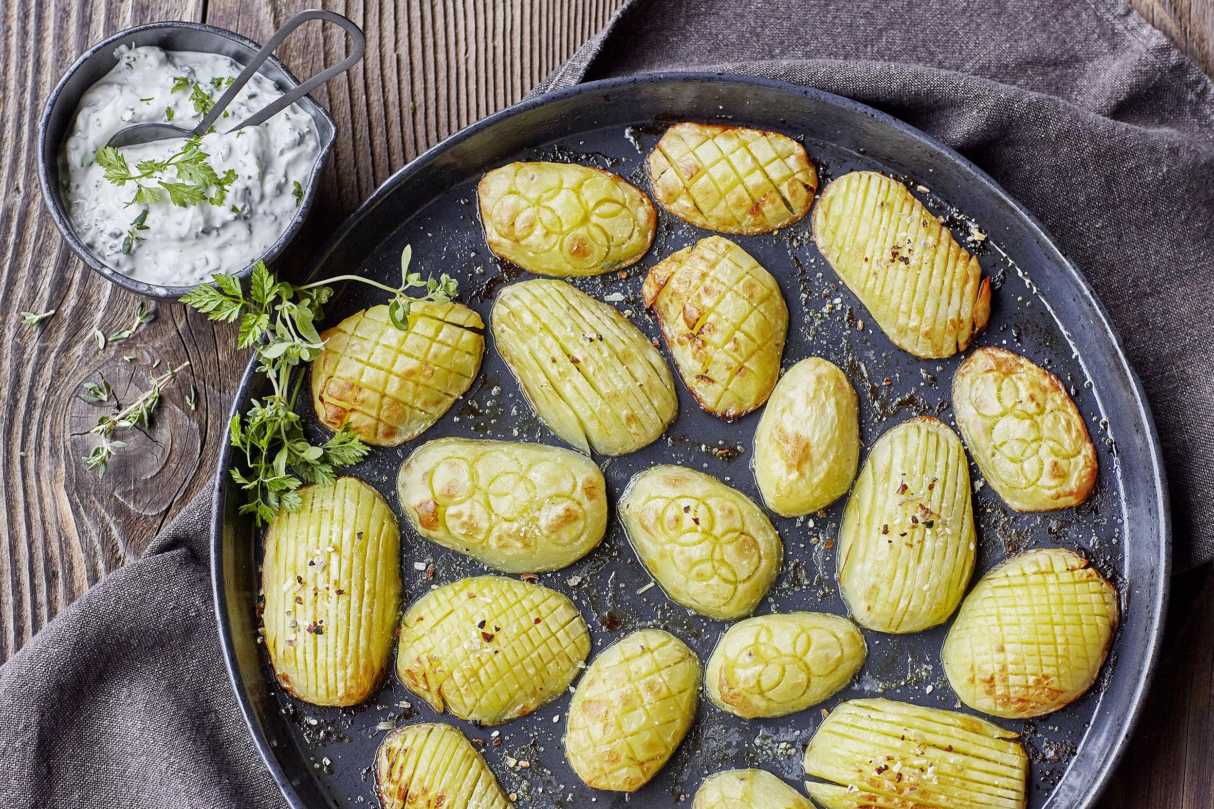 Pommes de terre au four et séré aux herbes