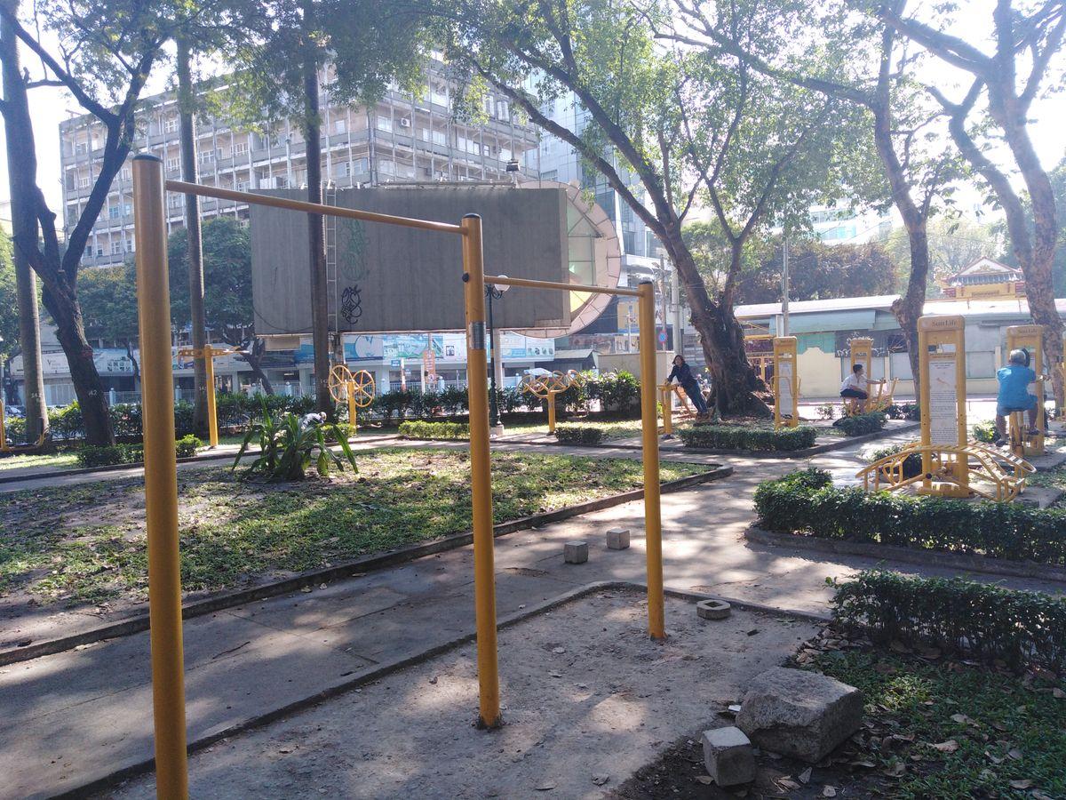 Saigon - Street Workout Park - Dinh Doc Lap Park