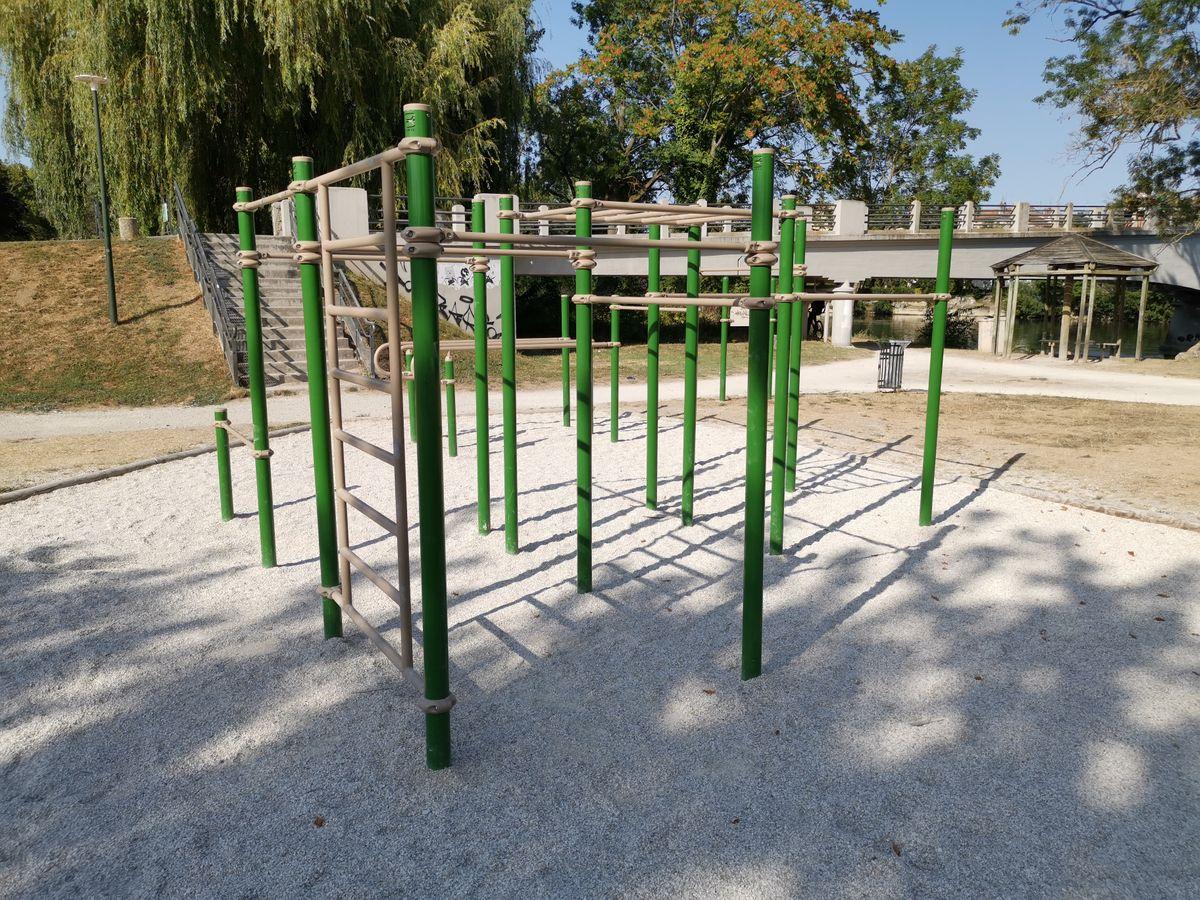 Parc des  Bourgines  - Bek la barre