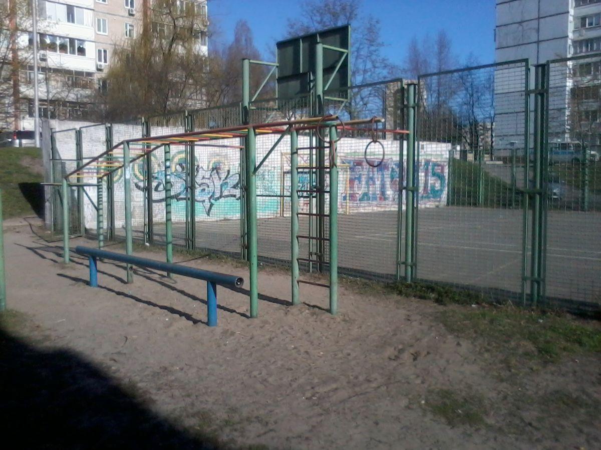 Kyiv - Street Workout Park - Укрпошта 04108