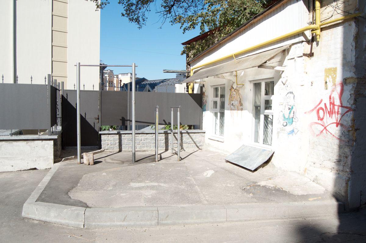 Kyiv - Outdoor Gym - Продуктория 24 Grocery