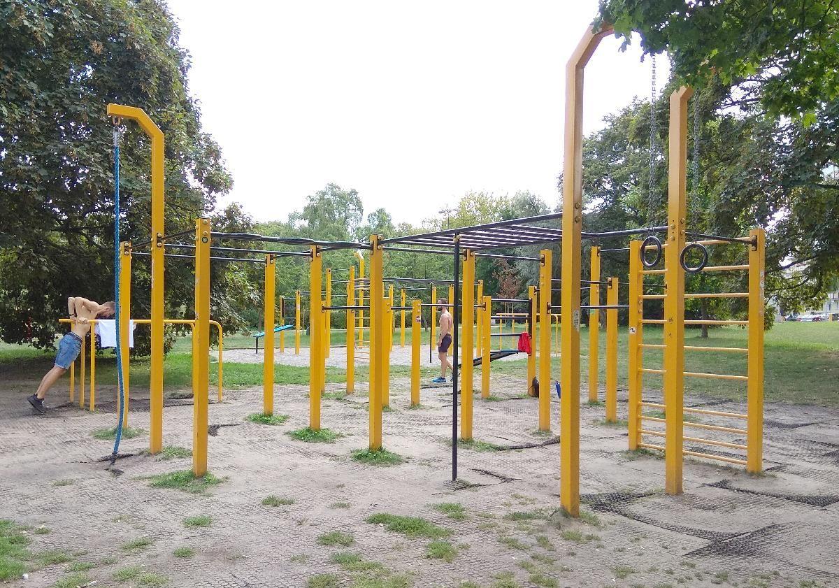 Warsaw - Fitness Park - Ulica Deotymy