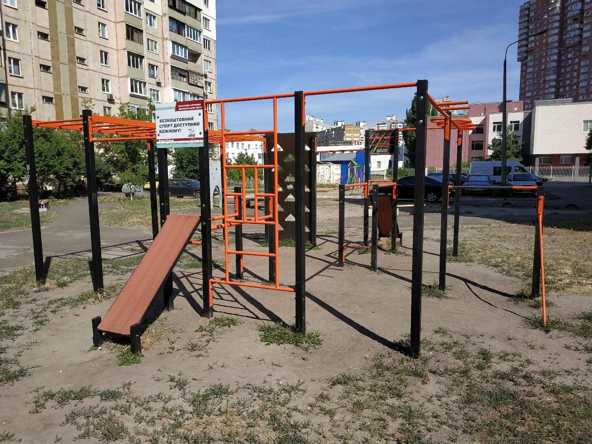Kyiv - Street Workout Park - Драгоманова 42а