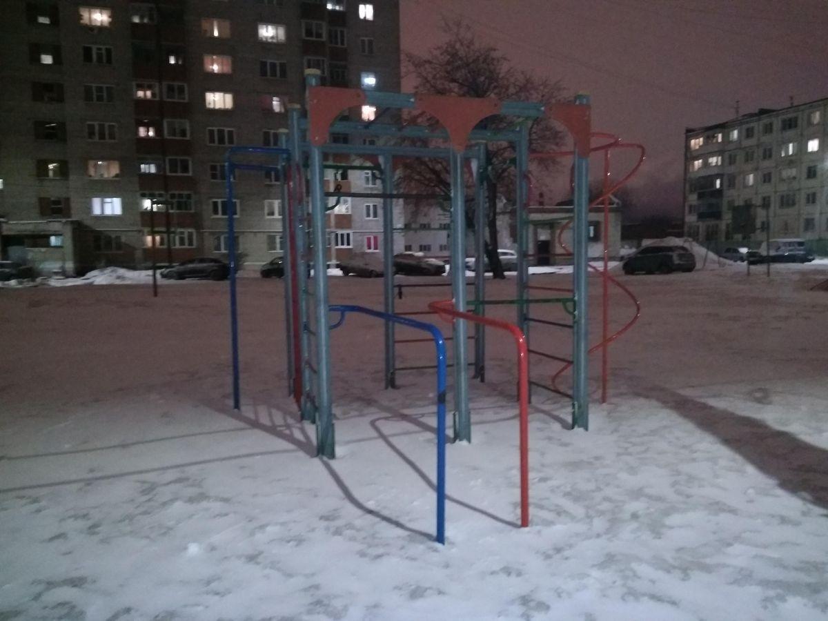 Izhevsk - Outdoor Gym - АЗС Башнефть №5 «Зимняя»