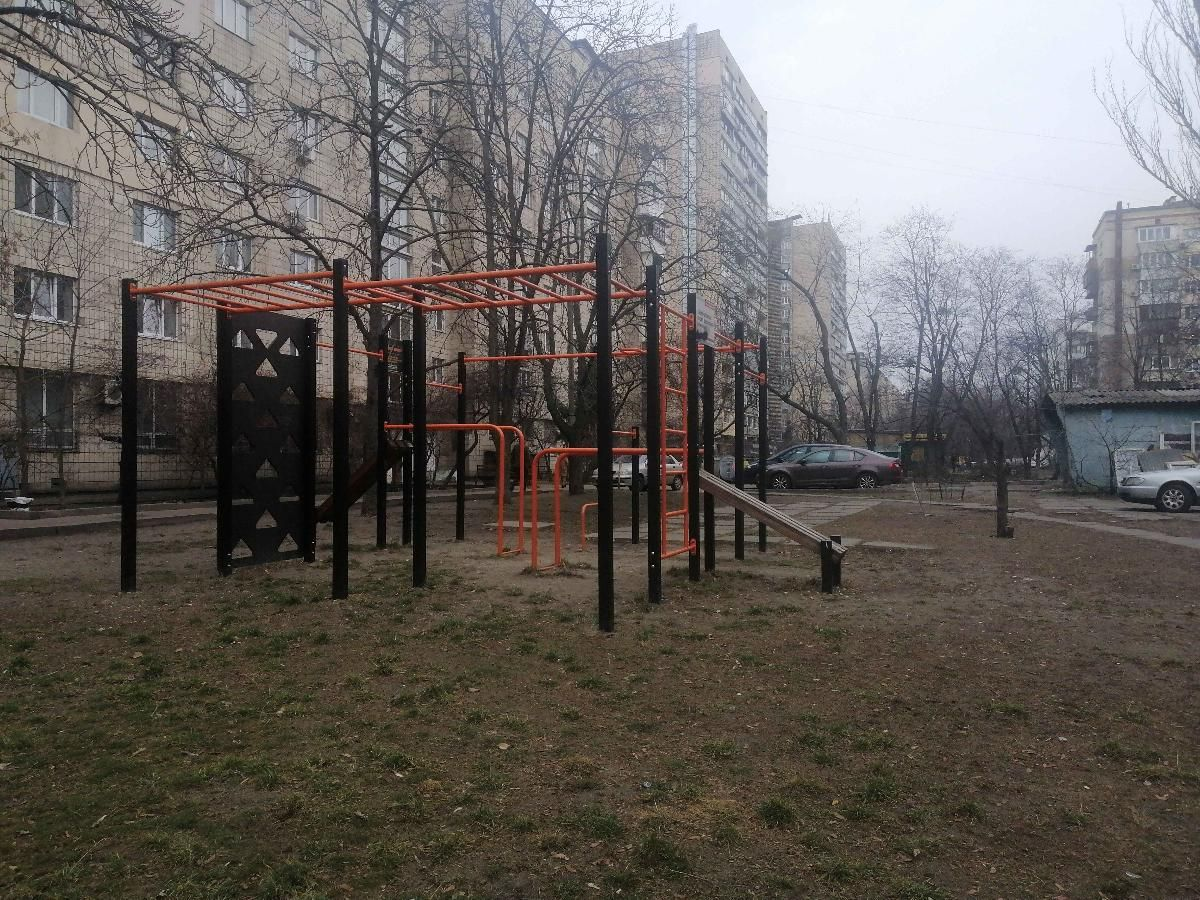 Kyiv - Street Workout Park - Люксоптика