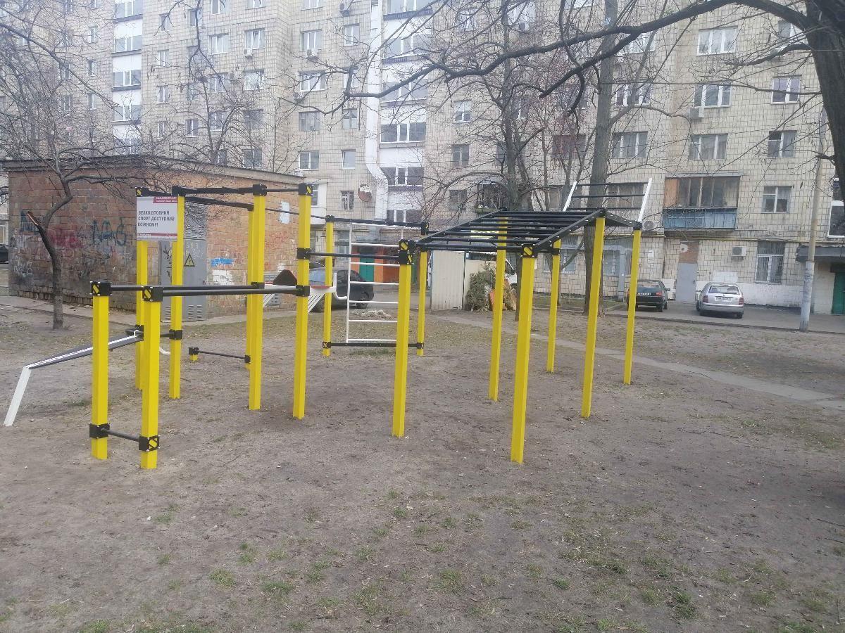Kyiv - Aire de Fitness - Mont Blanc