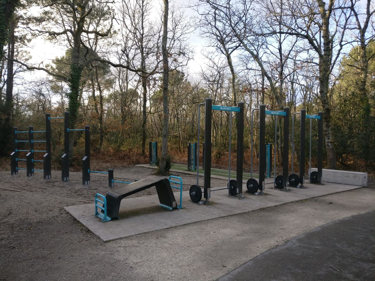 Pessac - Street Workout Park - Rue Louis Aragon