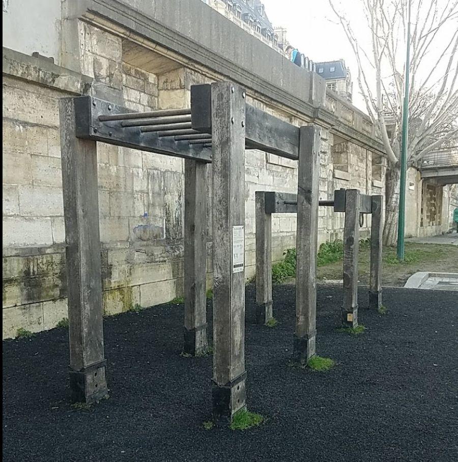 Paris - Outdoor Exercise Gym - Gare du Musée d'Orsay
