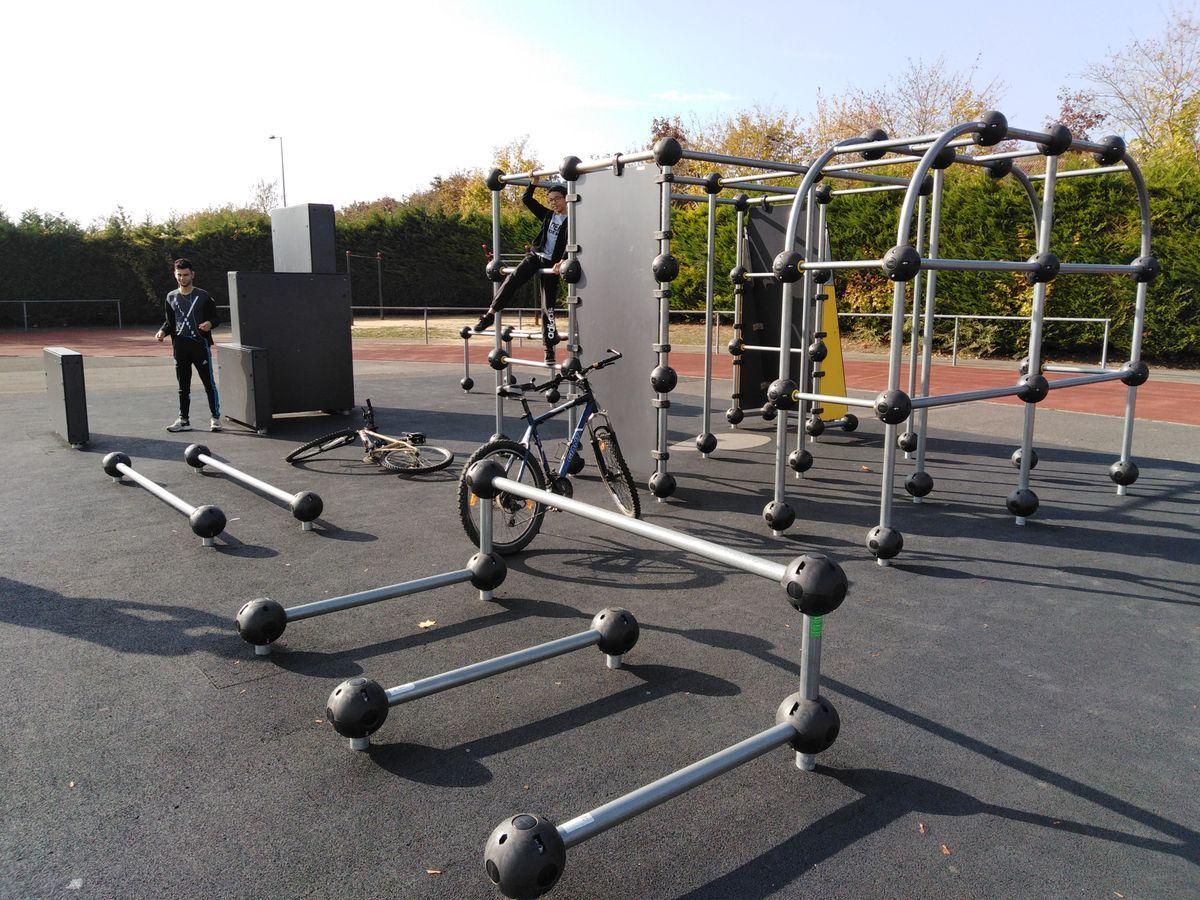 Cergy - Parkour Park - Piscine de l'Axe Majeur