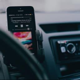 Support téléphone mobile dans voiture