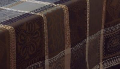 innovative-hochwertige-stoffe-tischdecken