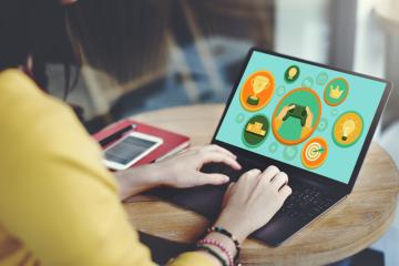 Por que os sistemas online de aprendizagem usam símbolos de reconhecimento?