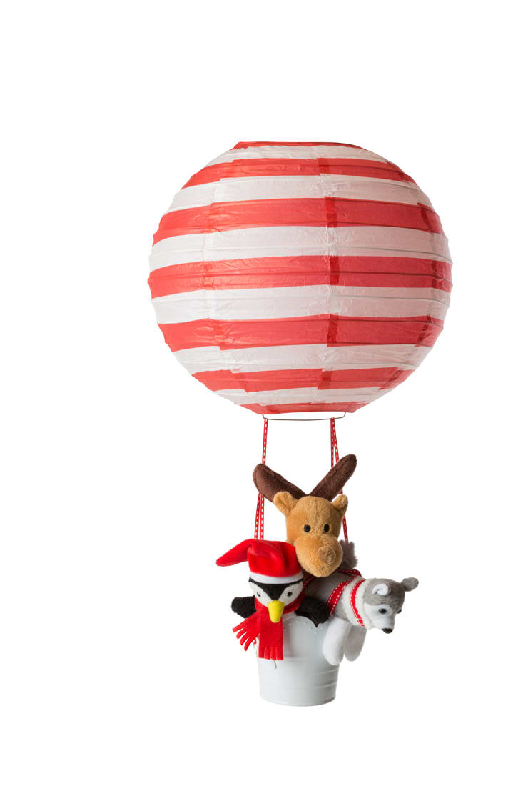 Elf pets like to fly in balloons too