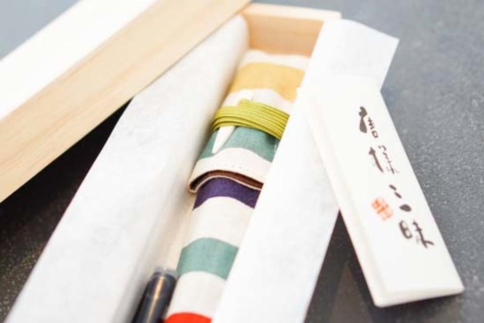 漆塗り携帯用筆ペン-縞更紗柄筆ペンケース