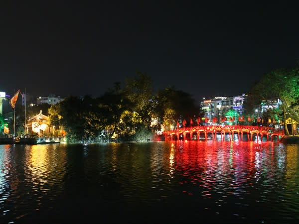ve may bay di ha noi