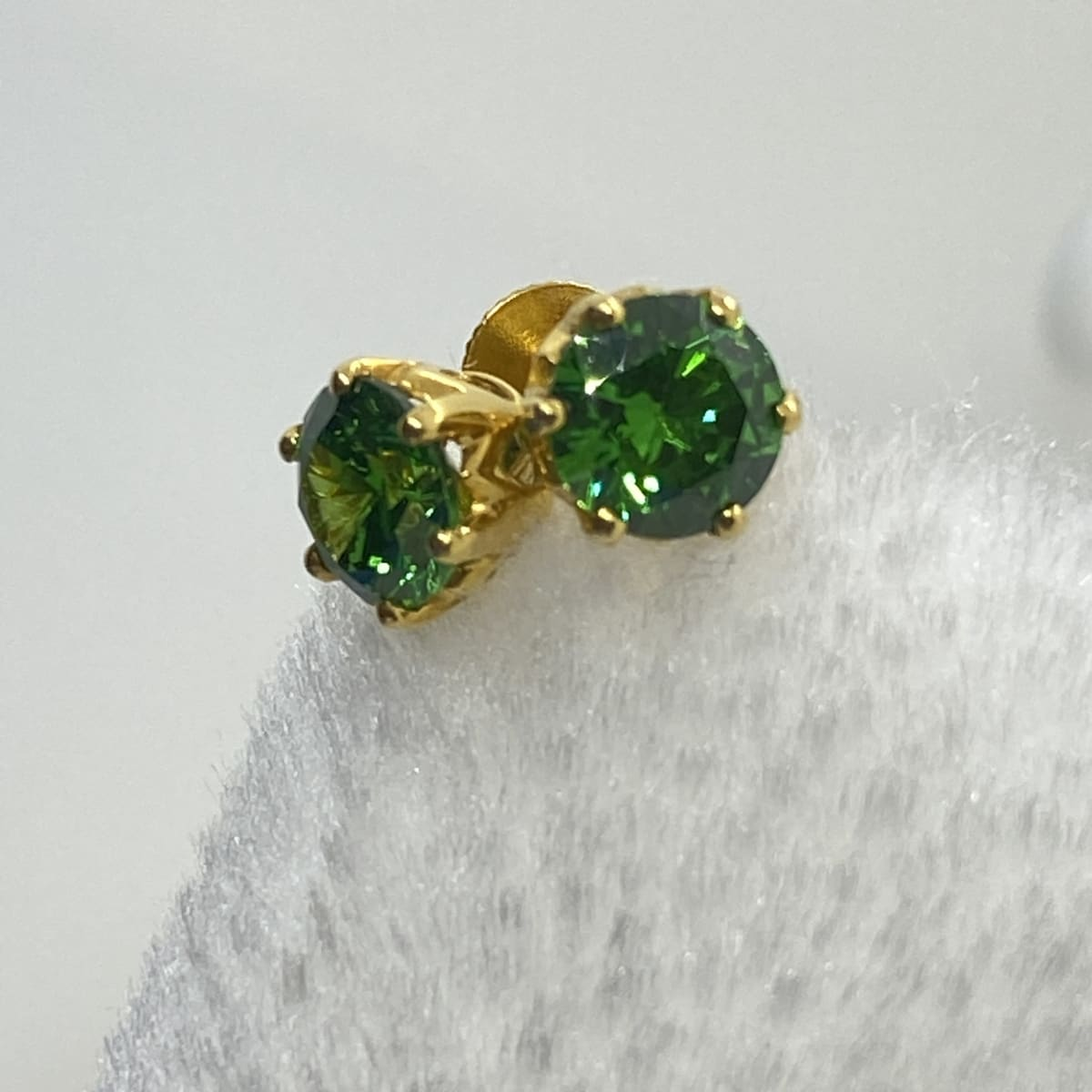 Fancy Exclusive Green Stone Studs Gj0163
