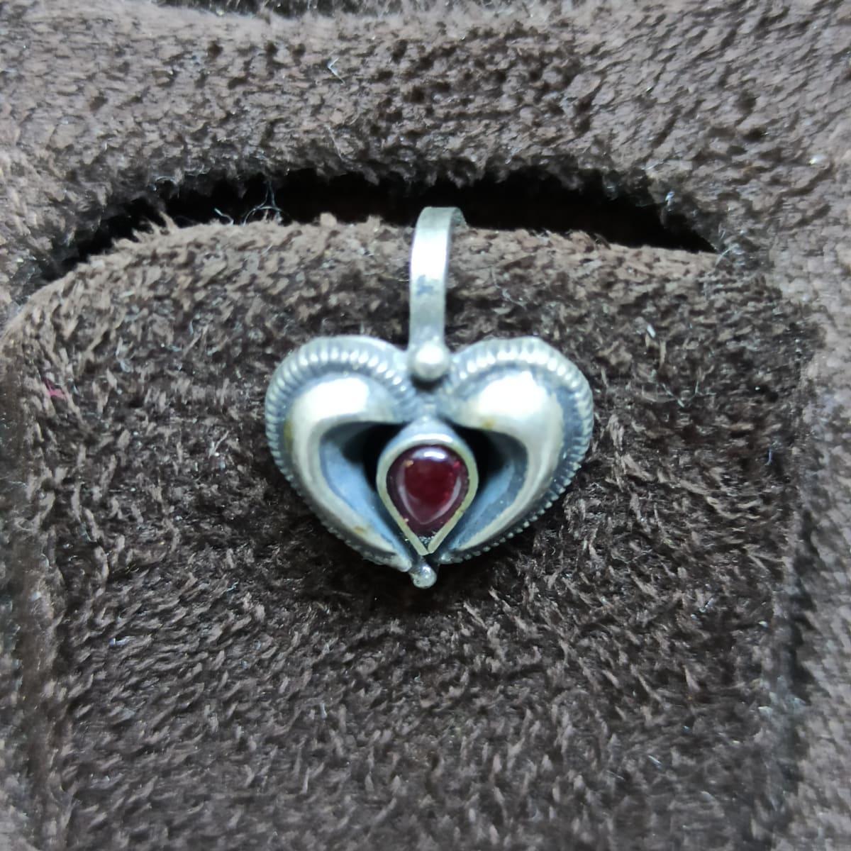 Heart Pear Stone Nosepin