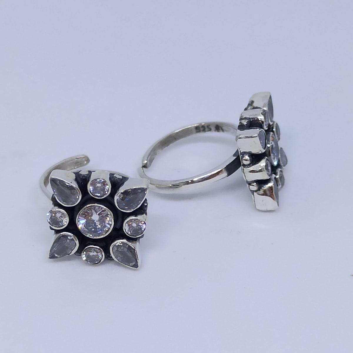 Round White Stone Flower Toe Ring