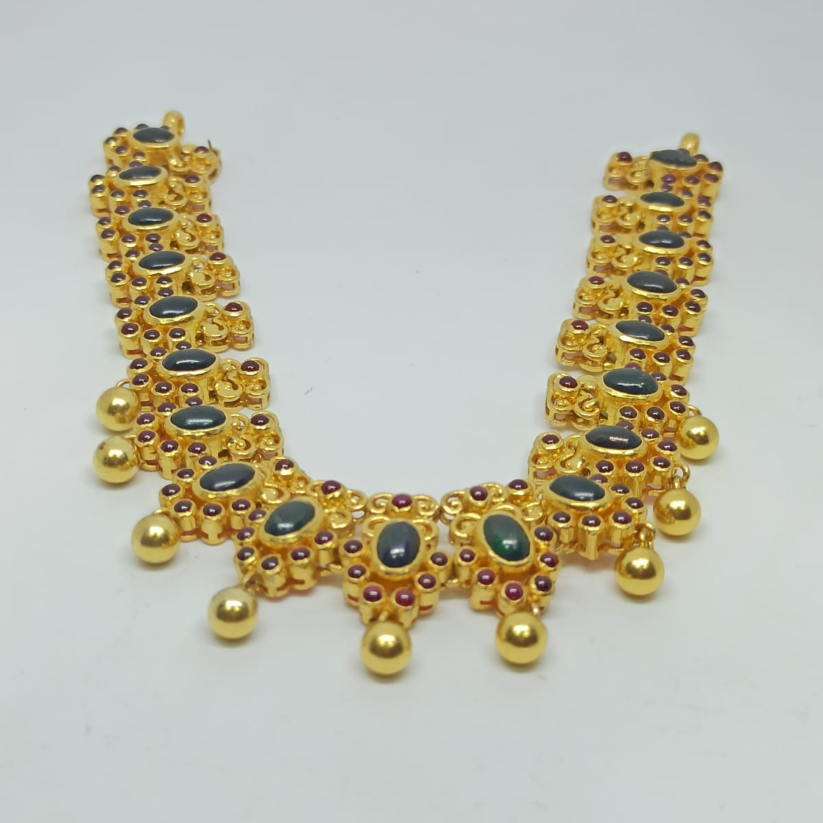 Heena Traditional Necklaces