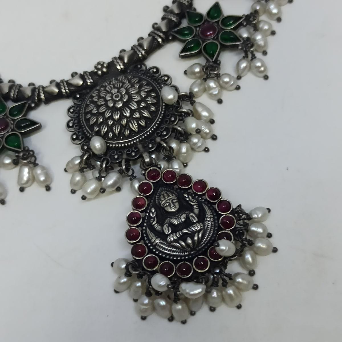 Raaji Traditional Necklaces Set