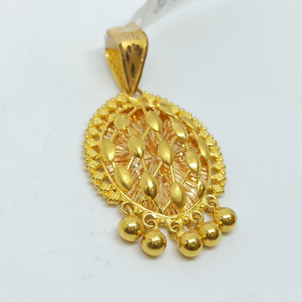 Leaves Plain Gold Pendant