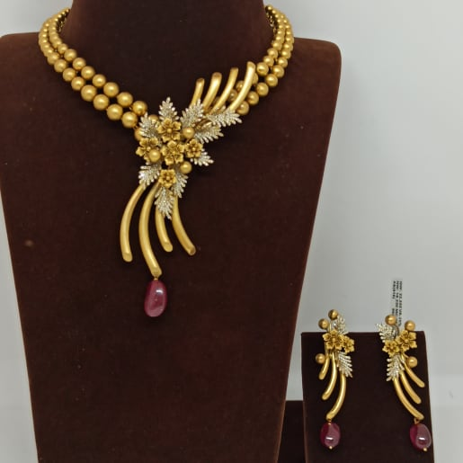 Flower Design With Gundu Necklace