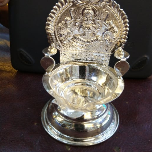 Kamakshi Villaku