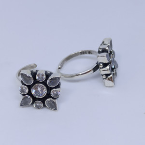 Round White Stone Flower Toe Ring