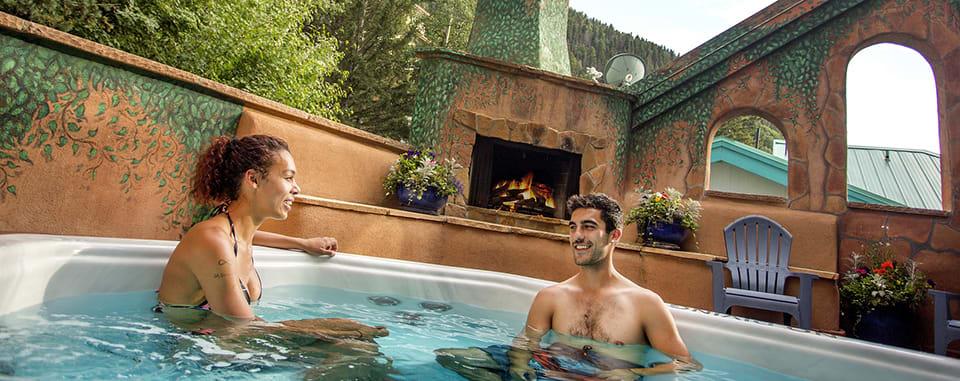 Alpine Village Suites 12-person Outdoor Hot Tub