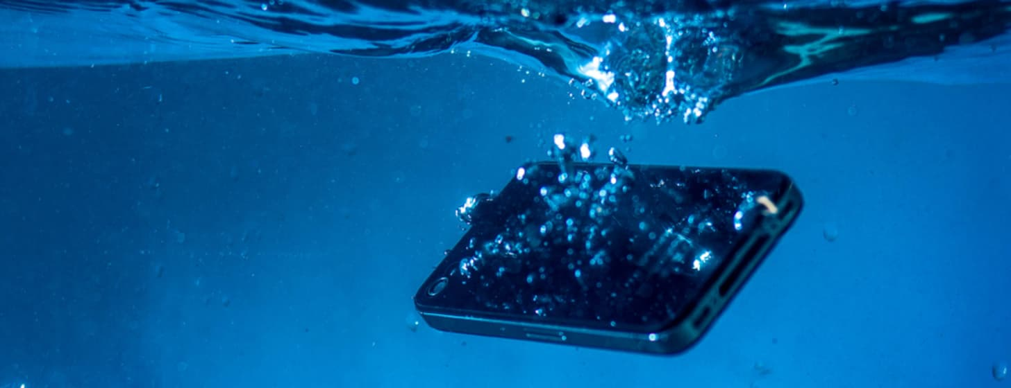 Wasserschaden – Was tun wenn das Handy ins Wasser fällt?