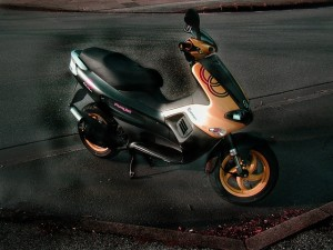 motor-scooter-275017_640_xhdr6q