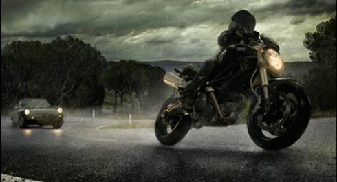 Yağmurda Motosiklet