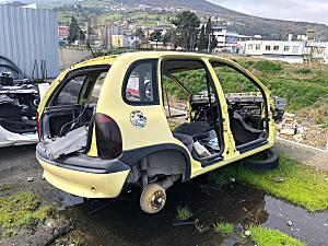 Opel Corsa Tavan arka ve diğer bütün parçalar hatasız orjinal çıkma