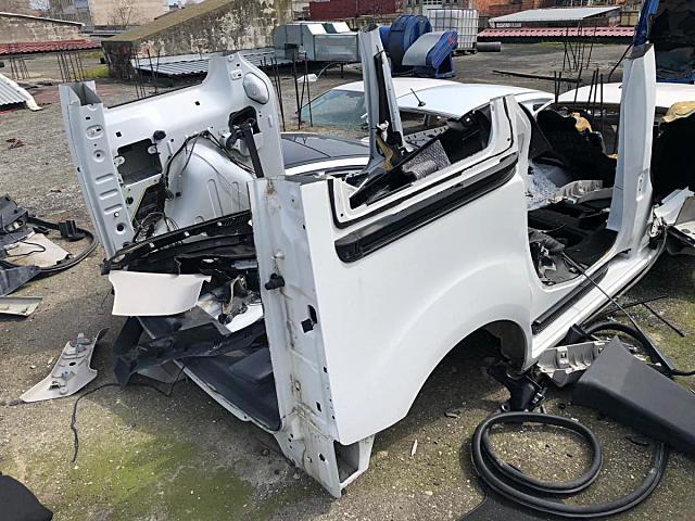 Fiat Fiorino arka ve diğer bütün parçalar hatasız orjinal çıkma