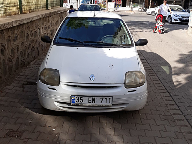 SATILIK RENO CLIO 2001 DÜZ MODEL